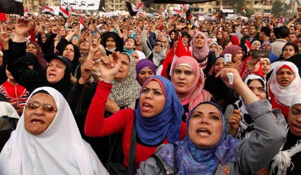 femmes-egyptiennes-manifestant_galleryphoto_paysage_std