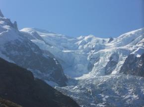 Le sommet du Mont Blanc est protégé de l'érosion par le glacier desBossons
