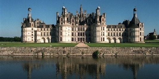 1080697_3_6f8f_le-chateau-de-chambord-sur-les-bords-de-loire_37b9de2ffad8b3c4fd1057bb82bef2bb