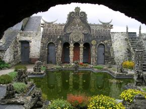 Cossé-le-Vivien :  Tatin en son jardin et sonmusée