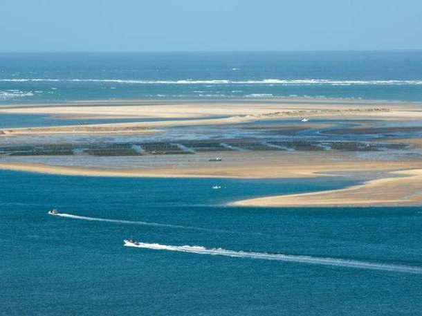 Paysage-aerien-ouvert-bassin-Arcachon-Arguin-activite-nautique-Laurent-Mignaux-650x488_reference