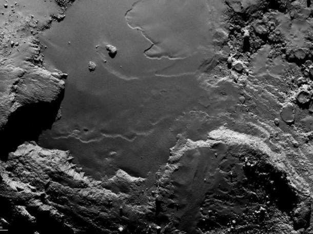 Rosetta photographie la région d'Imhotep, sur le gros lobe de Tchouri