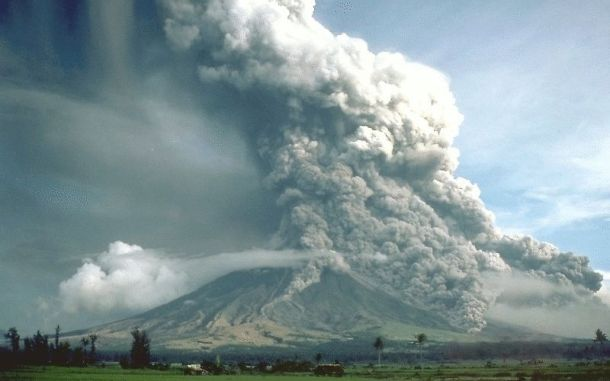 ffc54d1272_Pyroclastic_flows_at_Mayon_Volcano-USGS-CGNewhall