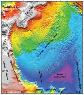 Le fond de la Méditerranée chahuté par la tectonique au sud del'Italie
